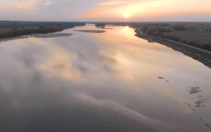 Descubriendo las orillas del Loira. El Loira y sus reflexiones, el valle y las laderas, un patrimonio clasificado como Patrimonio de la Humanidad por la UNESCO. Unos minutos mágicos a la vista de los drones en el puerto de Maillard a lo largo del Loira. #berth99 #photographe #nature #photo #travel #traveltrip #laloire #france #LePortMaillard #loireauthion #berth99CreativeStudio #Drone #DJI #MavicAir #DJIMavicAir #VistadeDrone #LaDagueniere