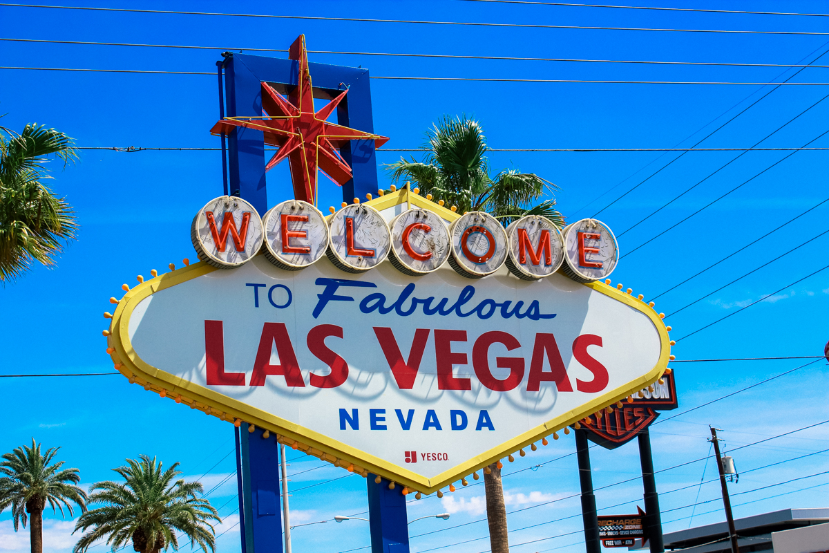 ROAD TRIP USA 2019 #2 / LAS VEGAS / TRAVEL VLOG Las Vegas es la ciudad más grande del estado de Nevada, en Estados Unidos. Las Vegas es conocida como «La Capital del Entretenimiento Mundial», «La Ciudad del Pecado» o «La Capital de las Segundas Oportunidades». #lasvegas #Nevada #LaCapitaldelEntretenimientoMundial #LaCiudaddelPecado #LaCapitaldelasSegundasOportunidades #desierto #Route66 #usa #eeuu #roadtrip #traveltrip #travel #voyage #viaje #roadtrippers #beautifuldestinations #exploralasvegas #landscape #mytraveldiary #ontheroad