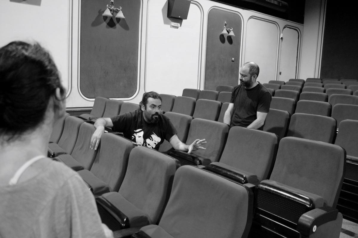REPORTAJE – ENTREVISTA PACO G. MELERO Y NÉSTOR BAREA Sesión de fotos de la entrevista PACO G. MELERO Y NÉSTOR BAREA de bricAbrac Teatro han hablado sobre el próximo Estreno de ¿AHORA QUÉ? en la Sala La Fundición de Sevilla, del Jueves 25 al Domingo 28 de Mayo. Sevilla (España). 2017 #Teatro / #bricAbracTeatro / #berth99 / #YAHORAQUÉ