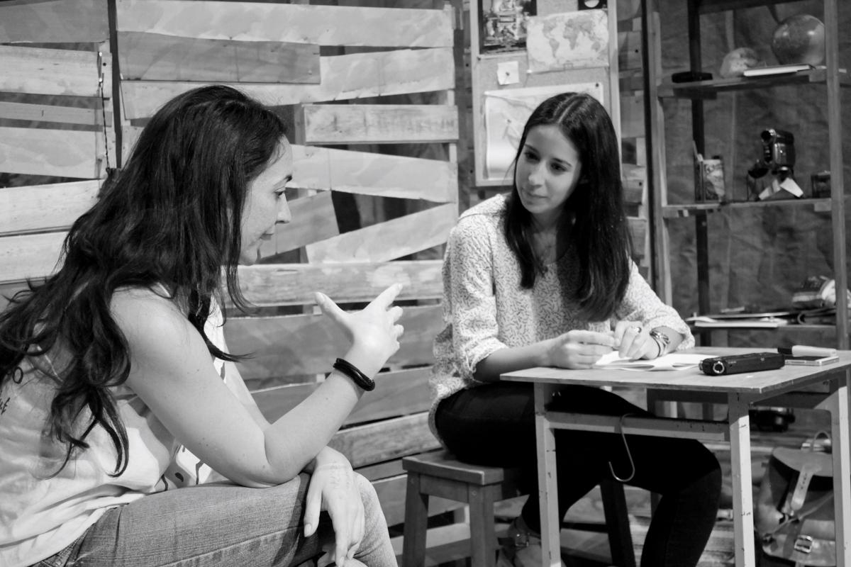 REPORTAJE – ENTREVISTA MARÍA MARTÍN Sesión de fotos de la entrevista MARÍA MARTÍN de la Universidad de Periodismo de Sevilla. Elena Bolaños de bricAbrac Teatro ha hablado sobre el próximo Estreno de ¿AHORA QUÉ? en la Sala La Fundición de Sevilla, del Jueves 25 al Domingo 28 de Mayo. Sevilla (España). 2017 #Teatro / #bricAbracTeatro / #berth99 / #YAHORAQUÉ