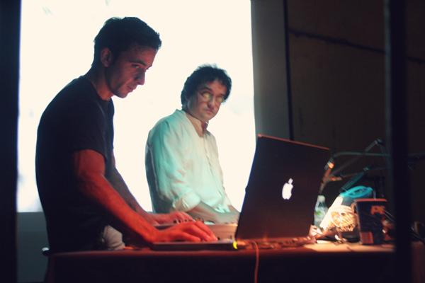 CONCIERTO DE ARBOL (MIGUEL MARÍN) Sesión de fotos en directo en el concierto de ARBOL ( Miguel Marín ) en NOCTURAMA, organizado por el Centro Andaluz de Arte Contemporáneo (CAAC) en el Monasterio de la Cartuja de Sevilla (España), 2005. #Concierto / #Fotos / #berth99 / #ARBOL / #MIGUELMARIN